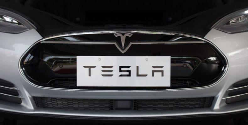 Tesla pagará un millón de dólares por hackear sus coches